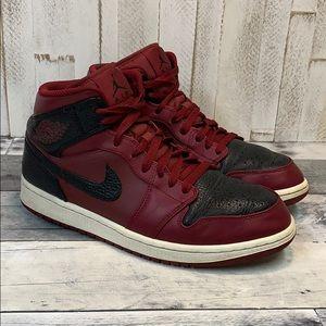 buy popular 2abb4 12546 Nike Air Jordan 1 Mid Reverse Banned